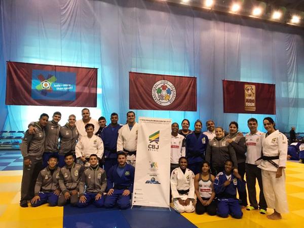 Seleção brasileira de judô desembarca  na Rússia para 'Grand Slam'