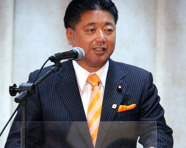 Deputado japonês estabelece mês de novembro como meta para liberar a entrada de yonseis
